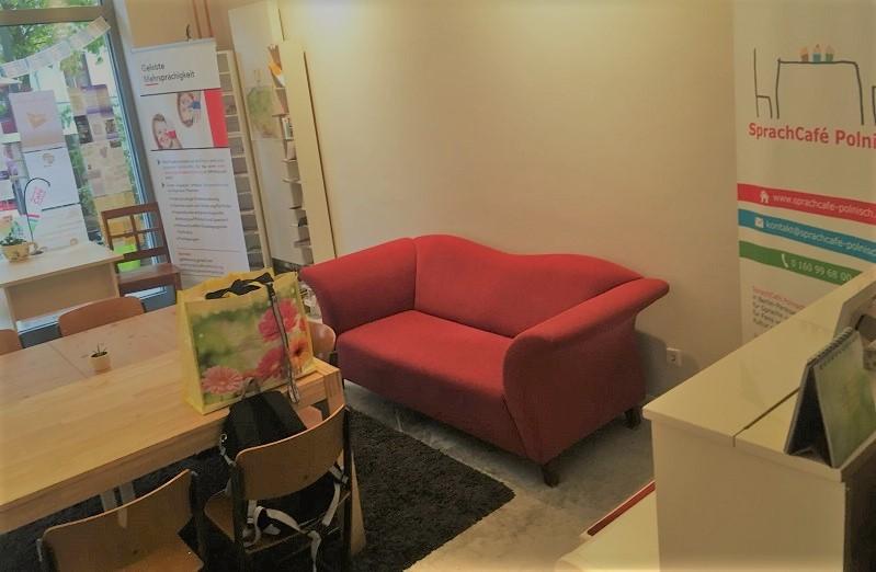 Czerwona sofa (I)