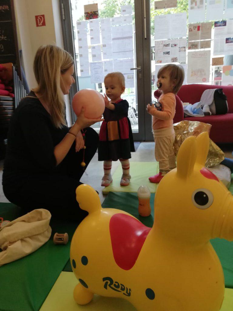 Polnisch-sprachige offene Krabbelgruppe für Eltern mit Babys (0-1,5 J.)
